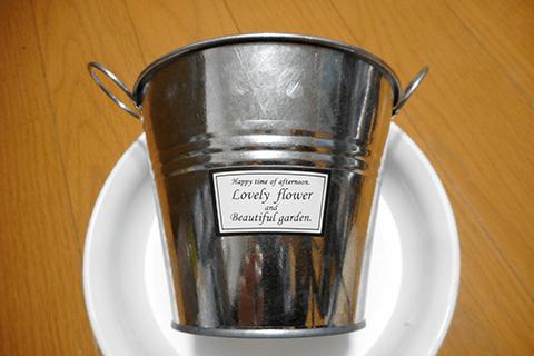 100均のブリキ缶